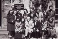Penktame kurse su prof. V. Mykolaičiu-Putinu.  1945 m.