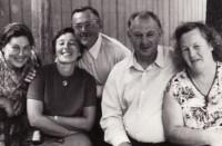 Vėl visi drauge. Iš kairės: Bronė, Ona, Vladas, Antanas, Adelė. 1972 m.