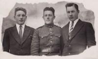 Broliai Antanas, Vladas ir Petras  (1944 m. patekę į Stalino gniaužtus).